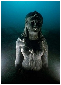 Heracleion: Statue of a Ptolemaic Queen (Cleopatra II or III) made from dark stone, dressed as Goddess Isis, (c) Franck Goddio/Hilti Foundation, Christoph Gerigk