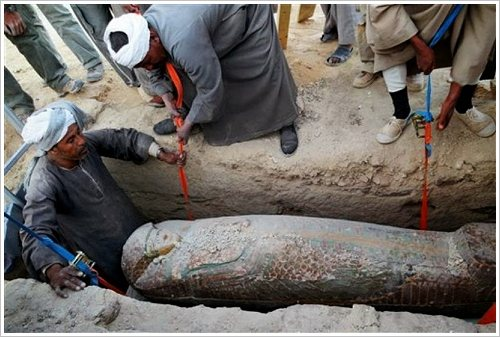 Newly discovered 17th Dynasty sarcophagus, (c) MSA